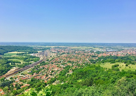 Ambérieu-en-Bugey (Ain), vue lointaine de la commune.